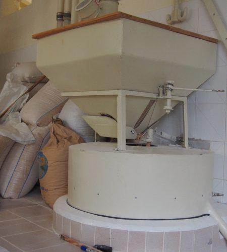 Mahlwerk von die wasserbetriebene Steinmühle Molino Spoletini in Arcevia, Italien